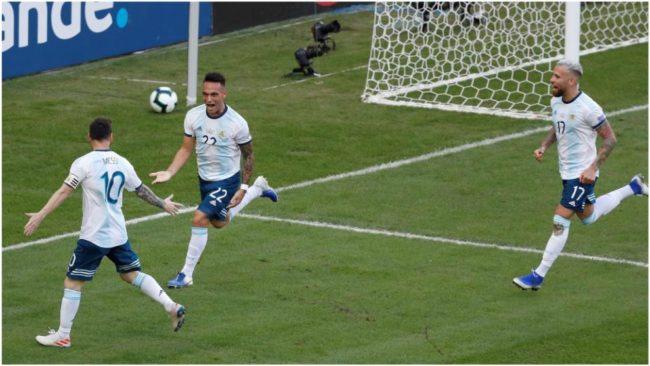 Lautaro Martínez celebra el 1-0 con Messi y Otamendi.