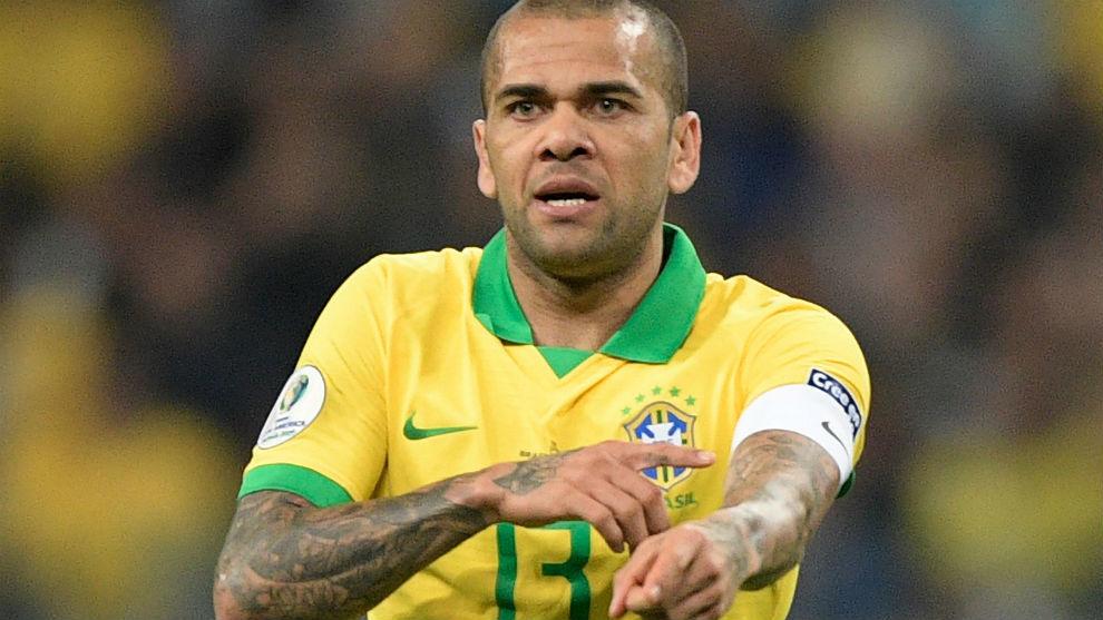 Dani Alves, capitán de Brasil.