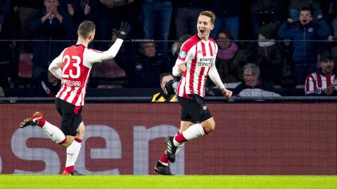 Luuk de Jong celebra un gol con el PSV.