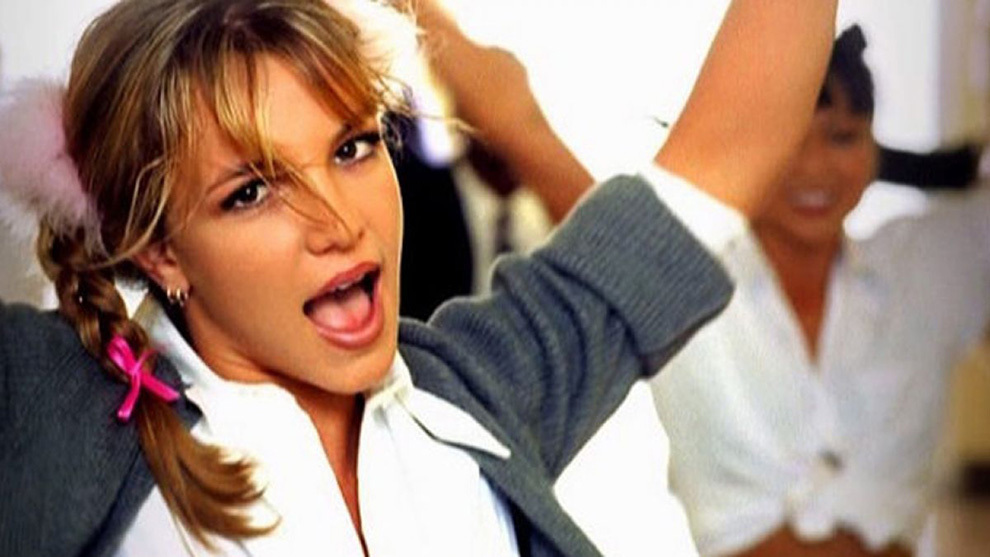Britney Spears reaparece a lo '...Baby One More Time' pero con una dosis de Photoshop | Marca.com