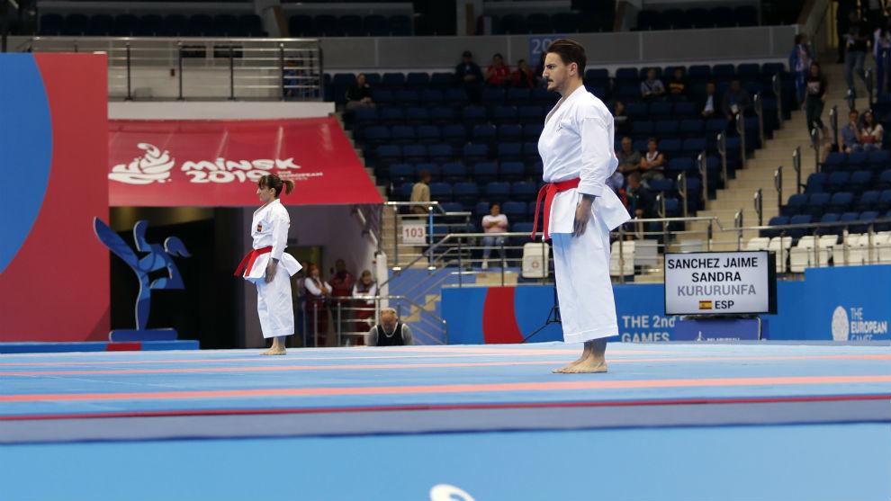 Damián Quintero y detrás Sandra Sánchez, en plena competición.