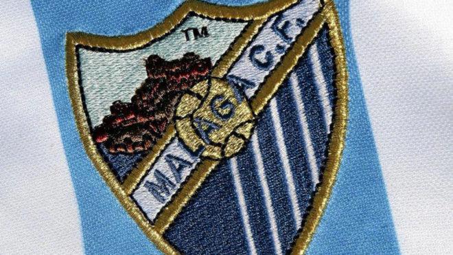 Imagen del escudo del Málaga en una equipación.