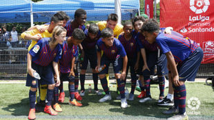 Los jugadores del Barça celebran su paso a las semifinales.