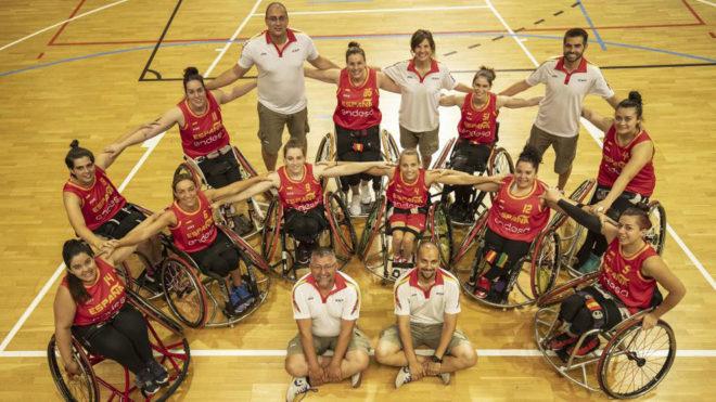 La selección española femenina y el cuerpo técnico.