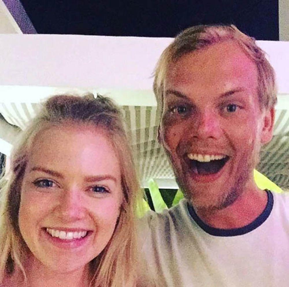Avicii, 28 ans.  Le DJ s'est suicidé avec un verre dans une bouteille quelques instants après avoir pris cette photo avec un fan dans un hôtel d'Oman.
