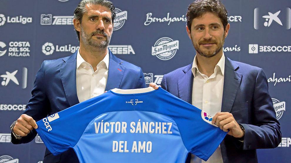 Caminero  y Víctor Sánchez, durante la presentación del segundo...
