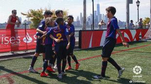 Los jugadores del Barça celebran un gol ante el Atlético.