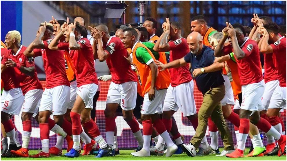 Los 'bueyes' de Madagascar celebran uno de los goles contra Nigeria.