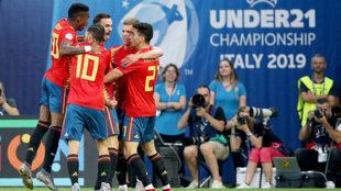 Los jugadores de la selección celebran uno de los goles.