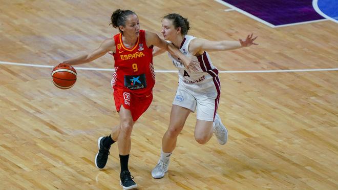 Laia Palau en el partido ante Letonia.
