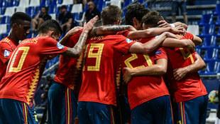 Los jugadores de la Sub21 celebrando un gol en el Europeo de 2019.