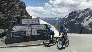 Nairo Quintana y Mikel Landa trabajaron juntos en los Alpes dos días...