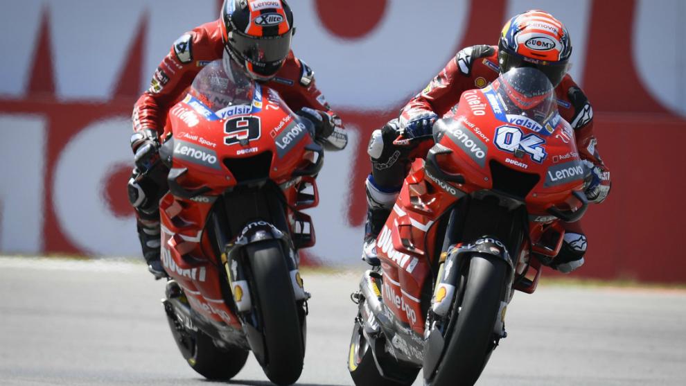 Dovizioso y Petrucci, durante la carrera en Assen.