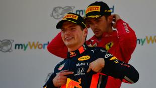 Verstappen celebra su victoria.