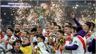 Los jugadores de River Plate celebran la Copa Libertadores ganada en...