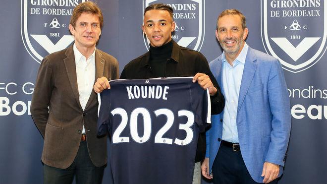 Koundé, cuando renovó con el Girondins.