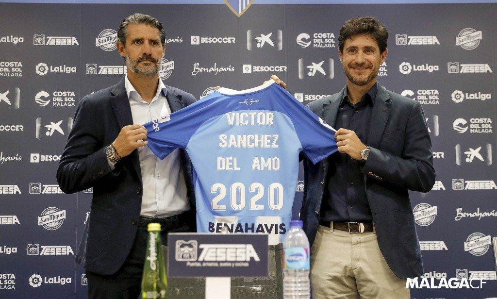 José Luis Pérez Caminero  y Víctor Sánchez del Amo, tras la firma