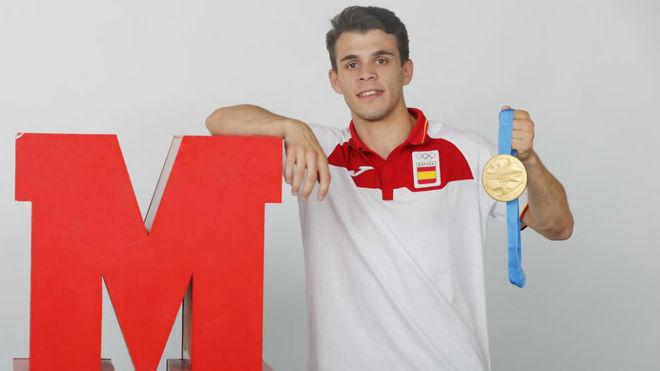 Gabriel Escobar (22 años), con su medalla de los Juegos Europeos, que...
