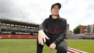 Raúl de Tomás, en un reportaje para MARCA en el estadio de Vallecas.