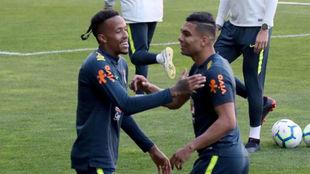 Casemiro y Militao, en un entrenamiento con la selección de Brasil.