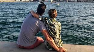 Aitor Ocio junto a su hija Naia en una foto publicada en la cuenta de...