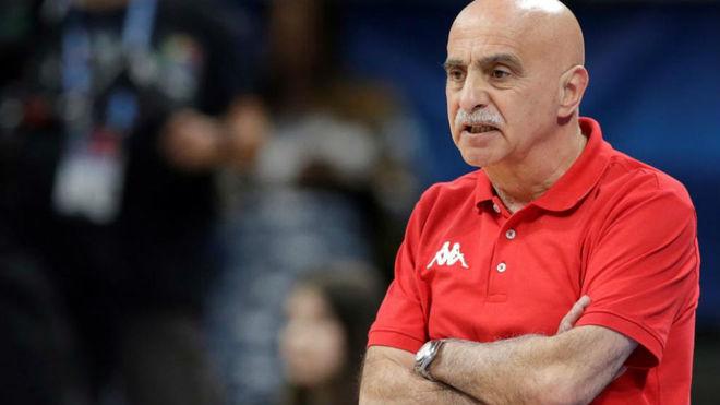 José María Buceta dirigiendo a Gran Bretaña en el Eurobasket 2019
