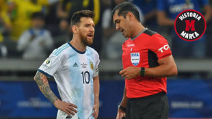 Messi y Zambrano, durante el Brasil-Argentina