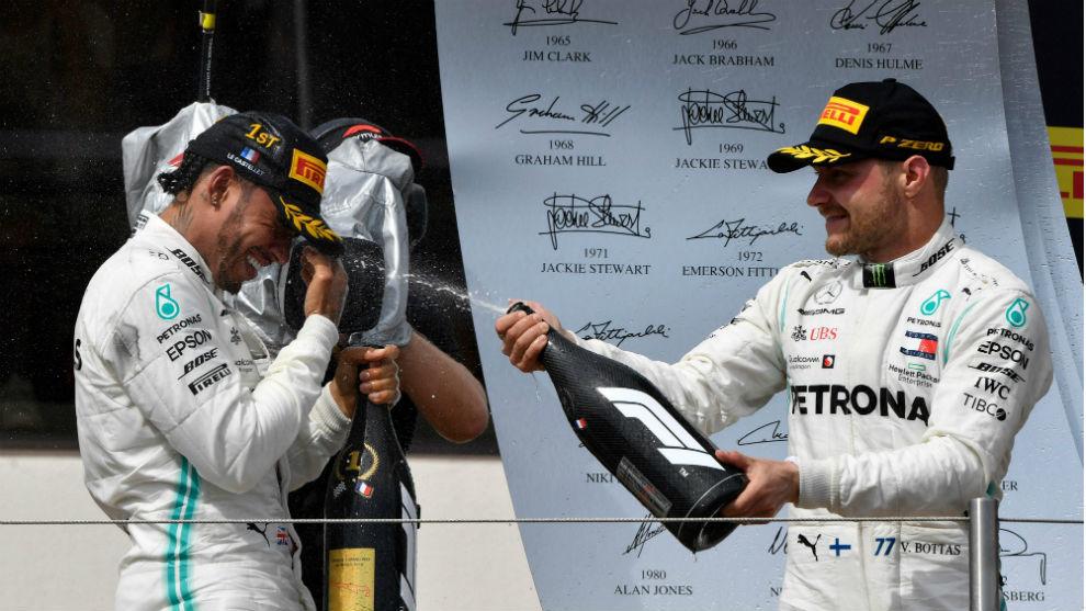 Hamilton y Bottas celebran en Paul Ricard.