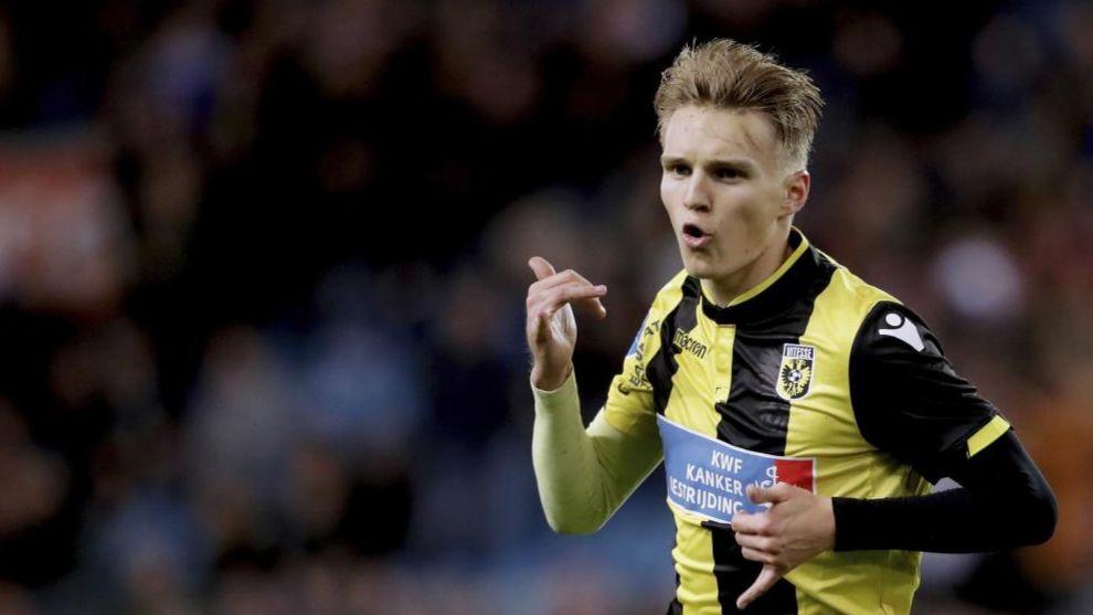 Odegaard celebra un gol con el Vitesse. A partir de ahora lo hará con...