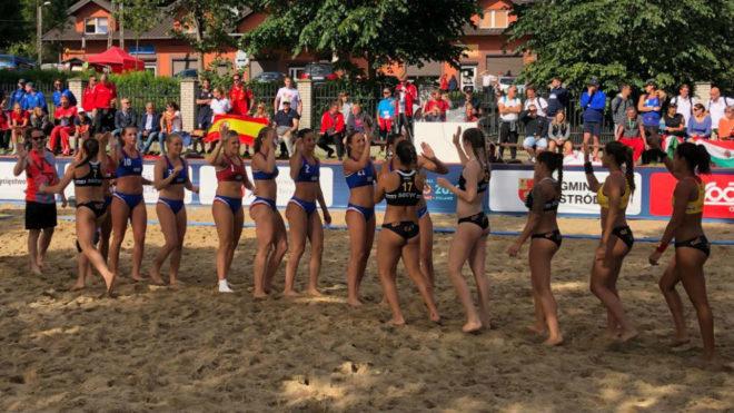 La selección española femenina tras un partido del Europeo /