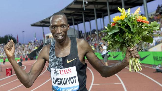 Cheruiyot celebra la victoria en el 1.500 de Lausana.