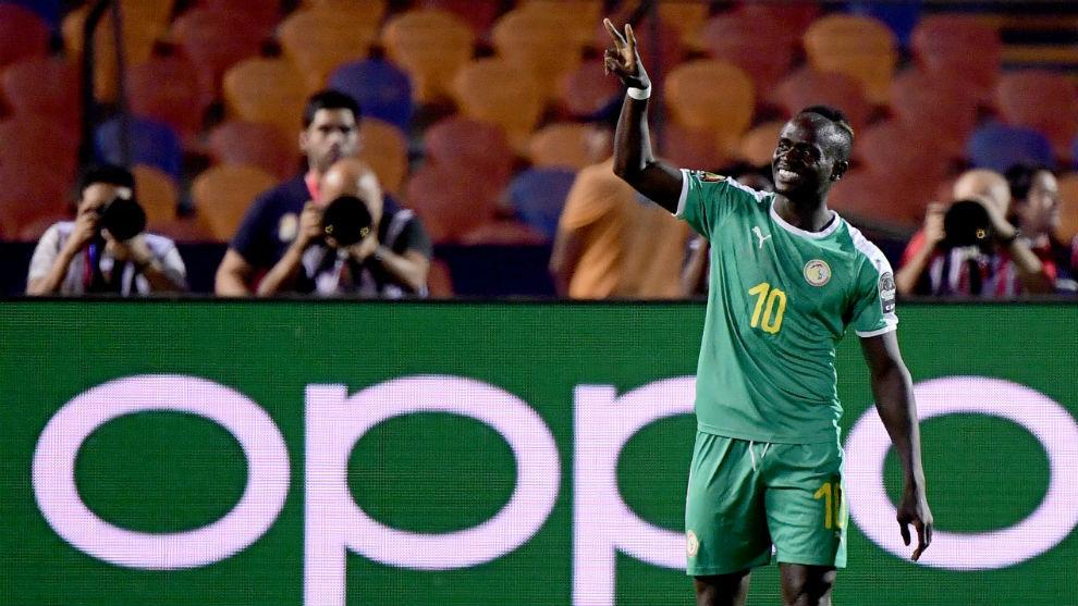 Sadio Mané (27) celebra su gol.