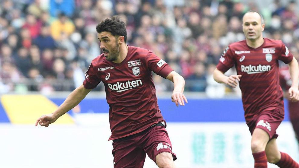 David Villa (37) y Andrés Iniesta (35), en un partido del Vissel...