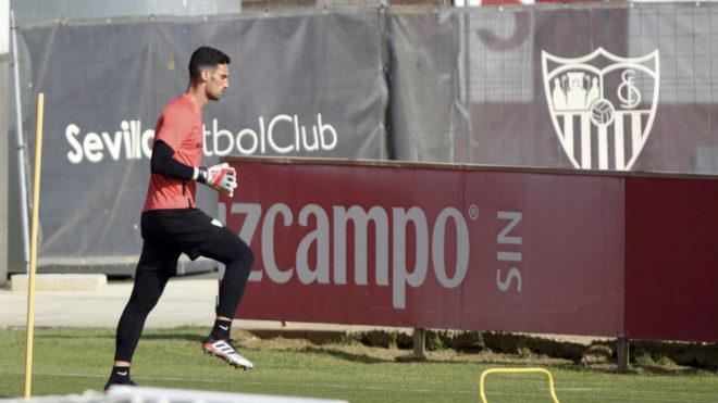 Sergio Rico, en un entrenamiento de esta temporada.