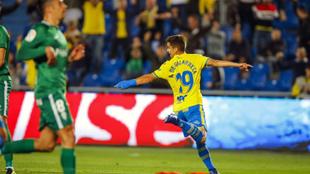 Ruiz de Galarreta celebra un gol con Las Palmas.