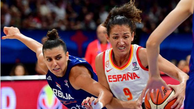 Laia Palau pugna con Ana Dabobic en una acción.