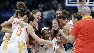 La selección española celebra el pase a la final del Eurobasket