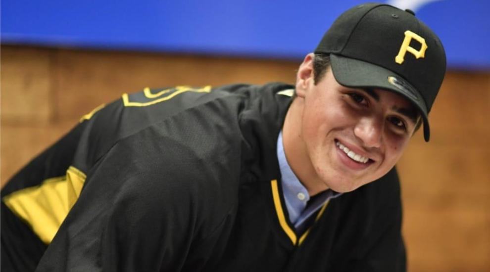 El pitcher de 16 años forma parte de los Piratas de Pittsburgh