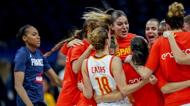 España celebra su título europeo en Belgrado