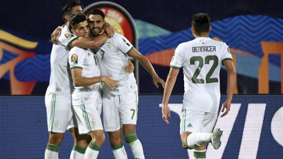 La selección de Argelia celebra el gol de Mahrez.