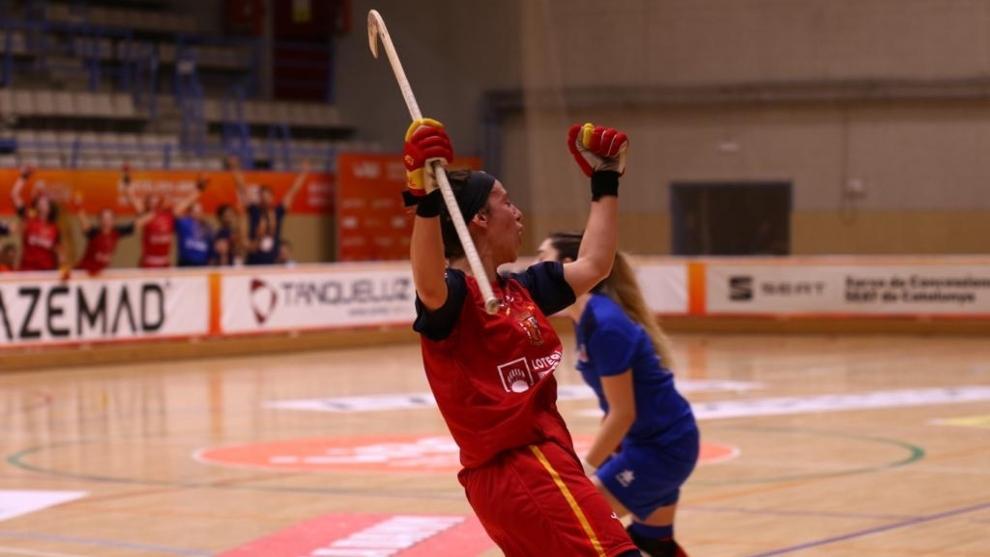 María Díez celebra su primer gol.