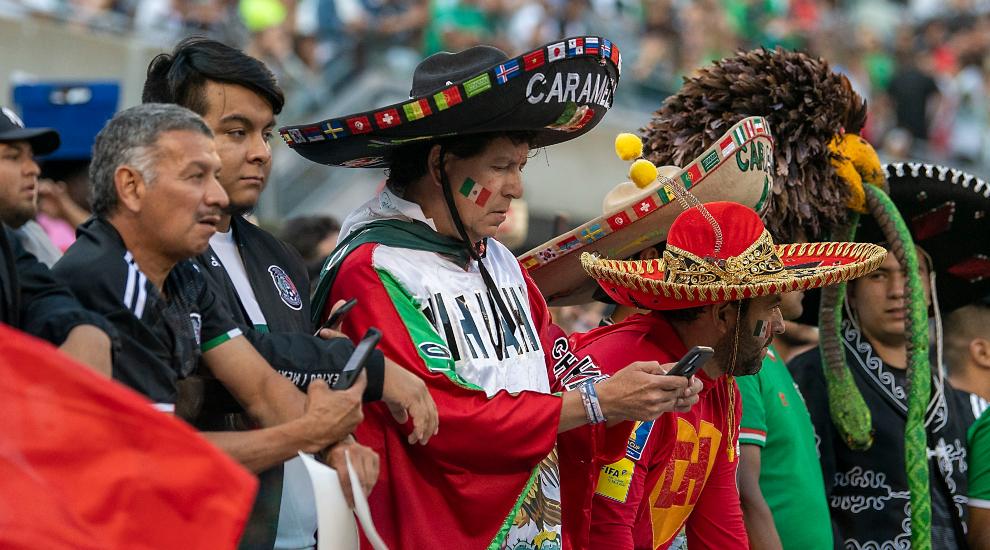 La afición mexicana es mayoría en Chicago.