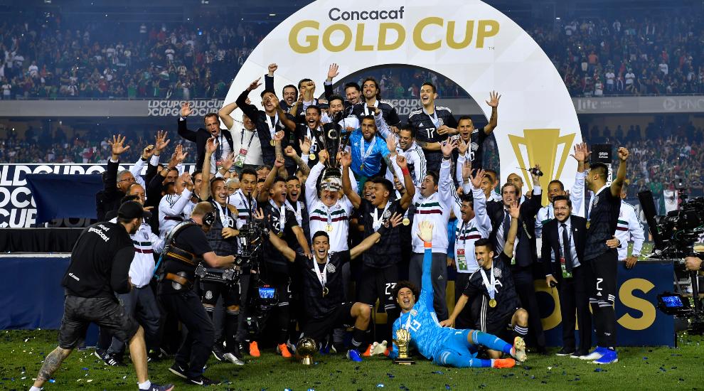 la seleccion mexicana vuelve a levantar la Copa Oro.