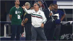 Gerardo al árbitro reclama una jugada en la gran final.