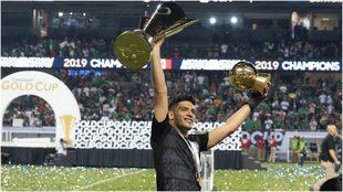 Raúl levanta sus laureles.
