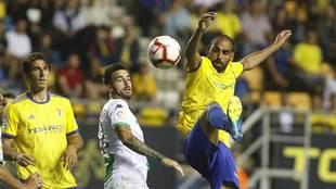 Fali, durante el partido liguero ante el Extremadura en el Carranza