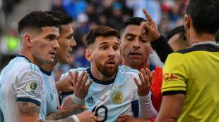 Messi, tras su famosa expulsión.