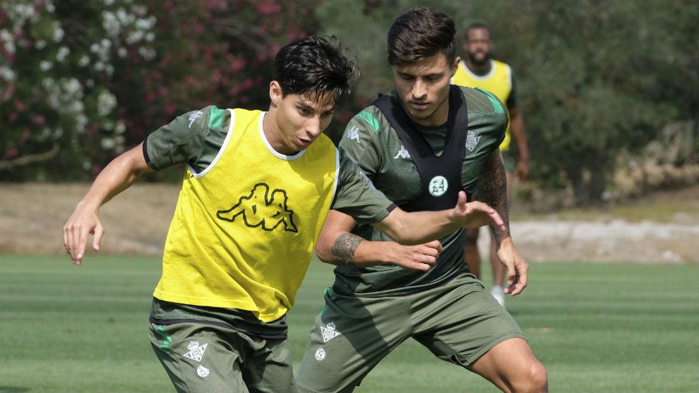 Lainez, junto a Narváez en un entrenamiento