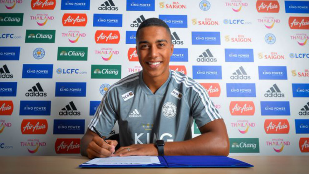 Youri Tielemans (22).