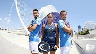 Los hermanos Rico y Paula Josemaría posan en la presentación del...